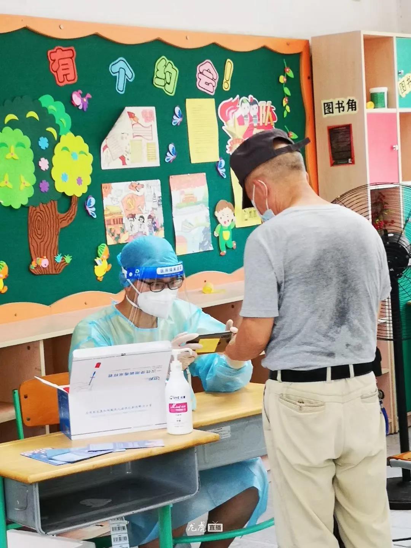 戴丙轩分享学长参与志愿服务的照片。资料图