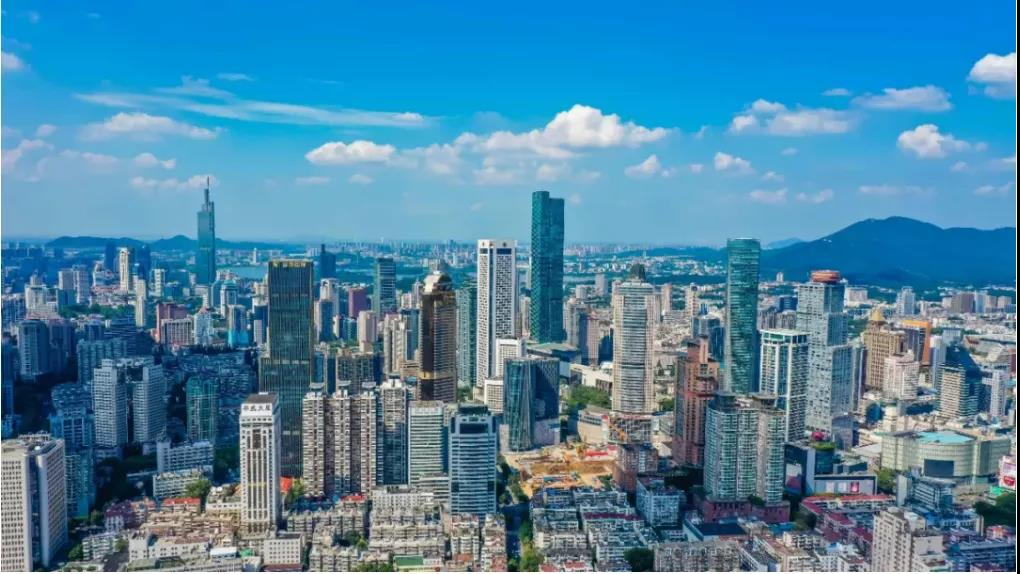 2021年南京城建城管总投资超800亿。图为南京城。南报融媒体记者 董家训摄