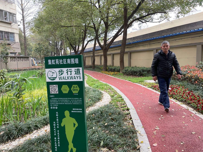 集虹苑小区的海绵步道和雨水花园。 南报融媒体记者 何钢摄