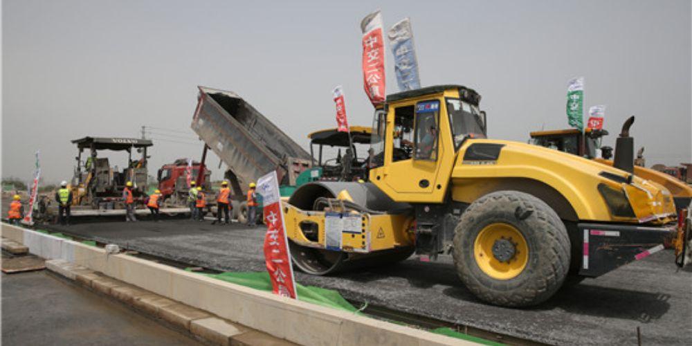 横江大道全面进入路面施工阶段