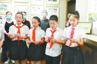 """琅琊路小学学生做起""""小小讲解员"""",讲解红色党史"""
