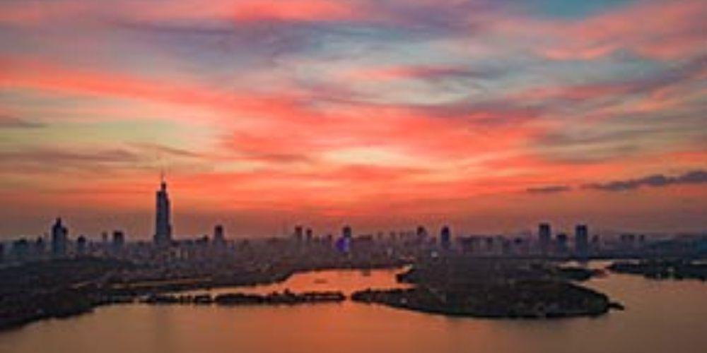 晚霞扮靓城市天空