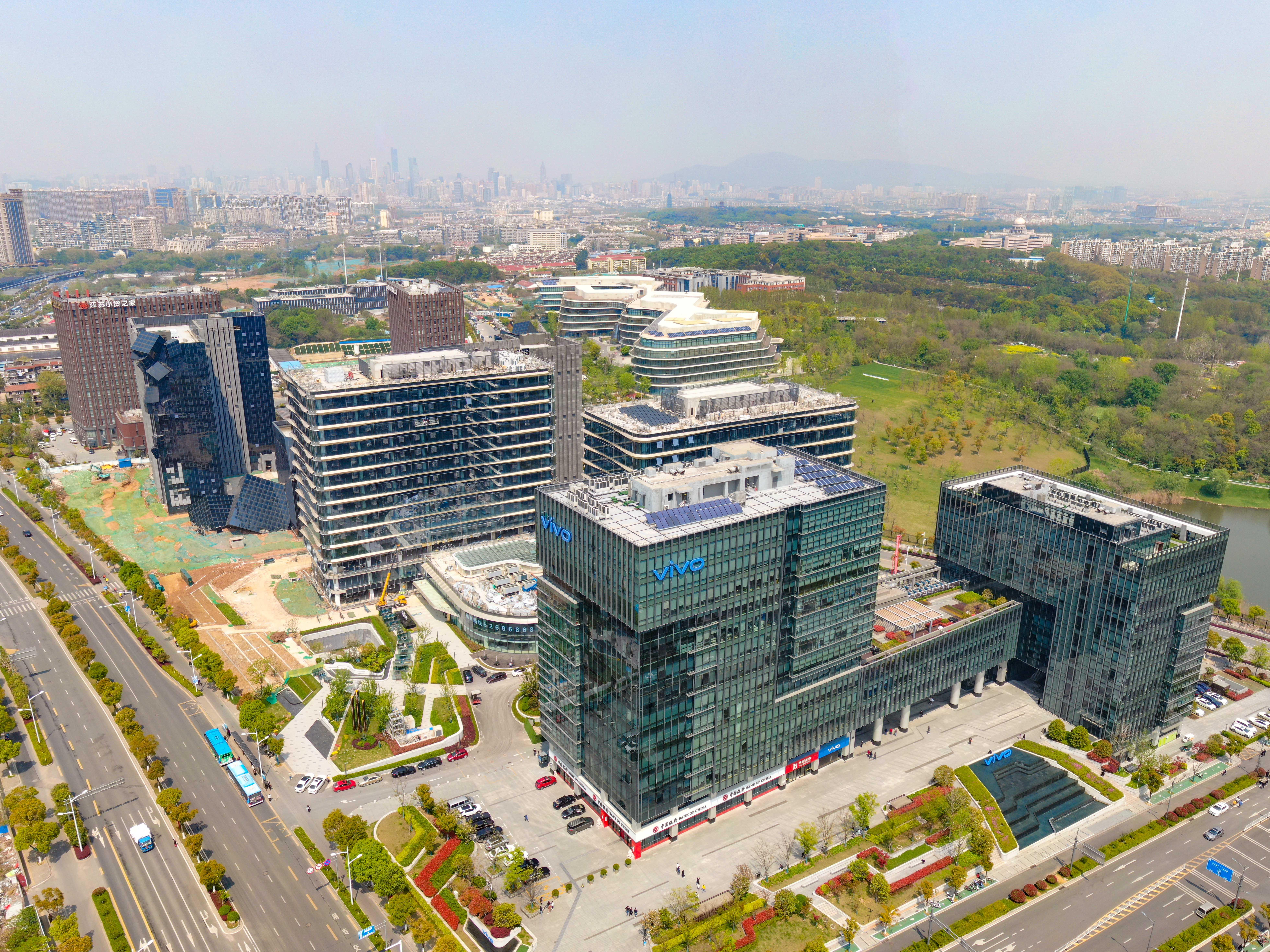 中国(南京)软件谷北园,一幢幢崭新的高楼拔地而起。通讯员 庄雷 林园园 南报融媒体记者 冯芃 摄