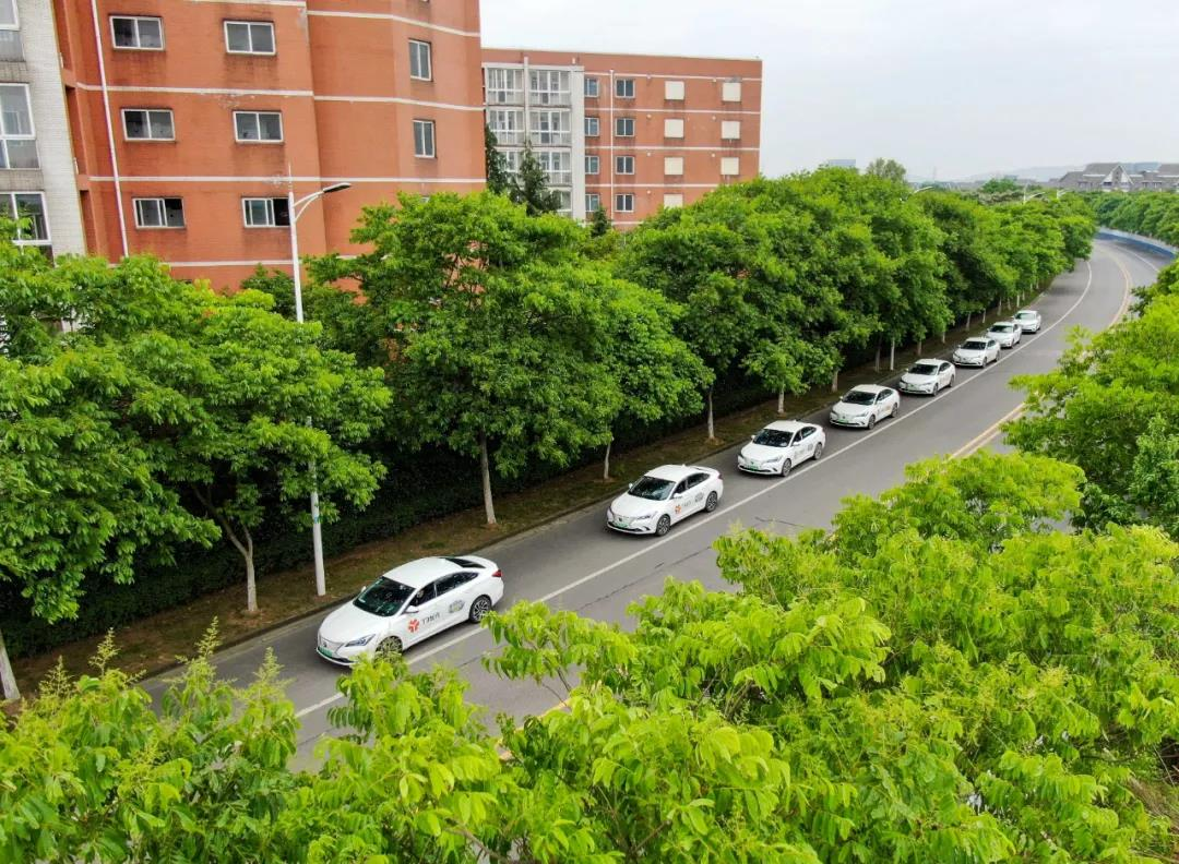 南京道路上的T3出行车辆。南报融媒体记者 段仁虎摄