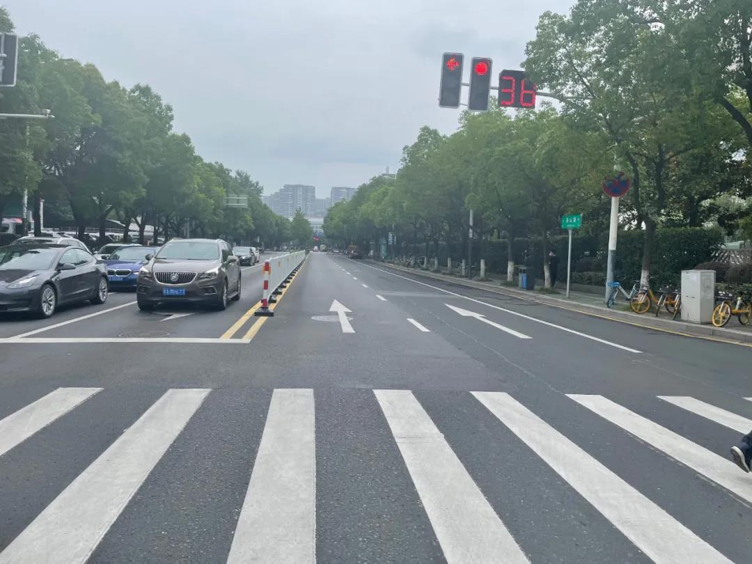 月安街路口改造后。南报融媒体记者 王茸 摄