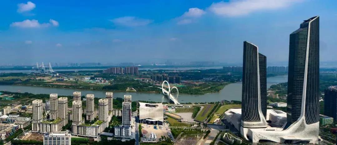 从南京眼步行桥遥望江心洲大桥,一条连接江北新区和河西新城的城市轴线跃然眼前。南报融媒体记者 冯芃摄
