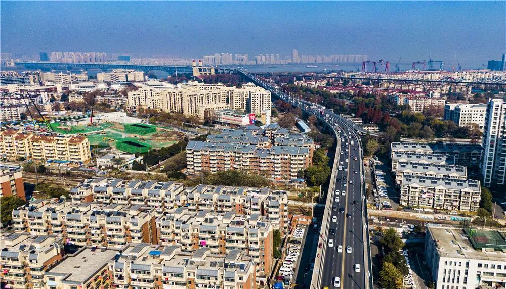 环境综合整治进入尾声的南京长江大桥南引桥沿线。南报融媒体记者 冯芃摄