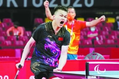 8月29日,闫硕在比赛中庆祝。新华社