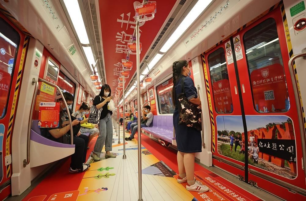 """""""党史学习教育""""主题红色地铁专列满载着在宁高校的红色故事"""