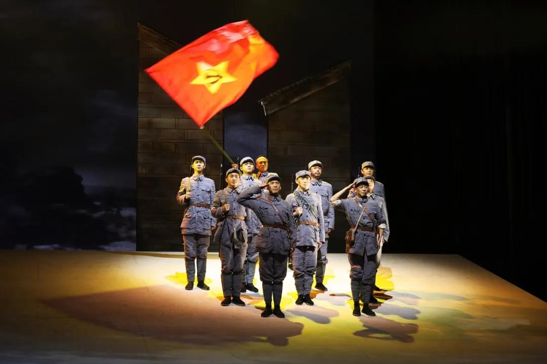 紅色史詩劇《大李巷》劇照。南京市話劇團供圖