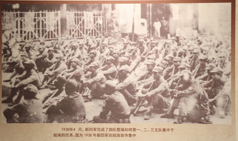 陈列馆内内展示的史料照片。南报融媒体记者 冯芃摄