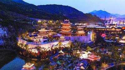 4月14日,江蘇園博園進行開園前的燈光調試,美輪美奐的夜景令人陶醉。 南報融媒體記者 馮芃攝